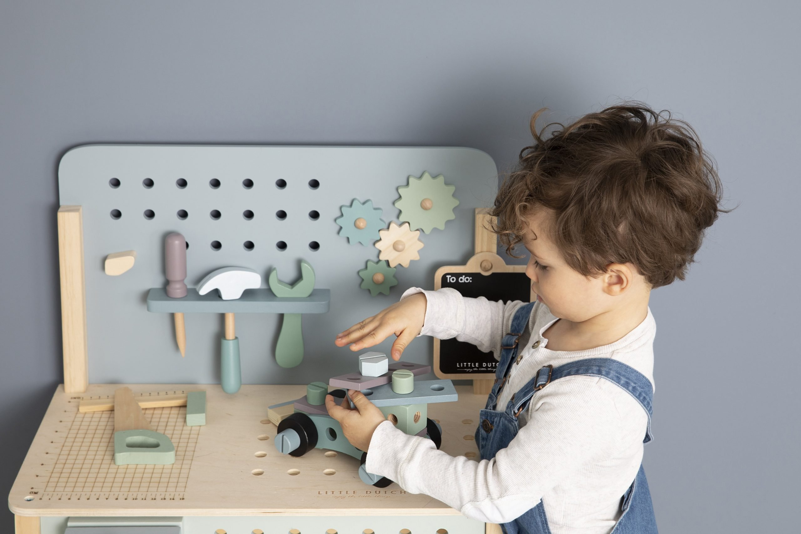4448-wooden-play-workbench-17