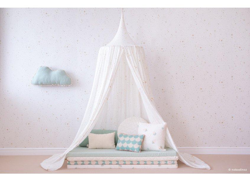 mood-nobodinoz-canopy-amour-gold-stella-white-wallpaper-aqua-cushions-marshmallow-cloud-matresses